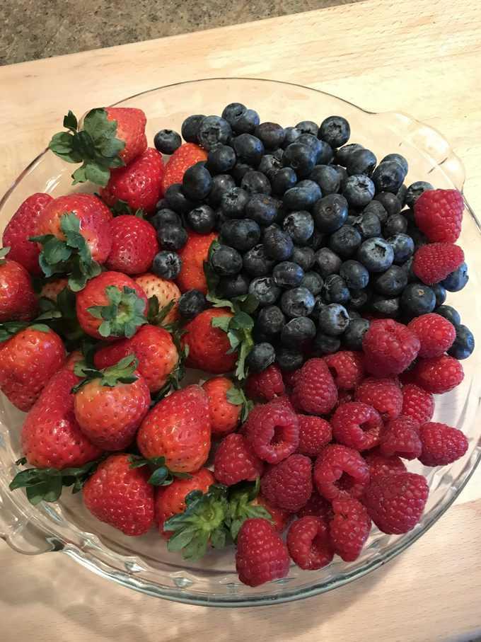 berries | savorwithjennifer.com