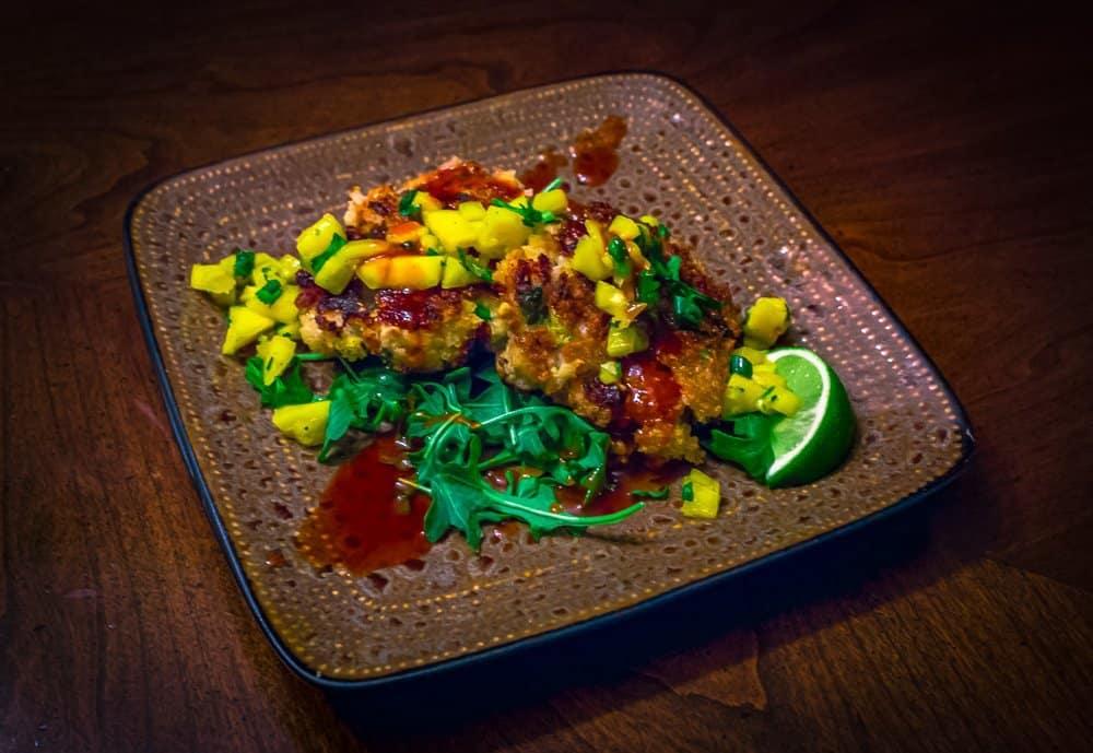 Asian Shrimp Cakes with Mango Chutney and Honey Sriracha Sauce | Savorwithjennifer.com